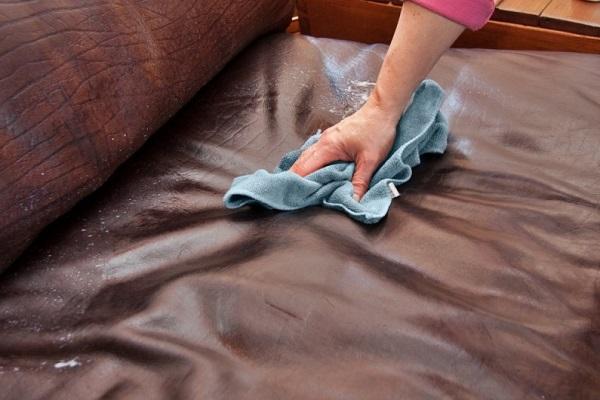Cách vệ sinh và bảo quản ghế sofa trong gia đình